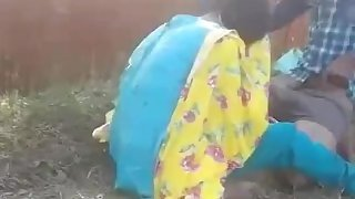 Desi maal. indian bebe fucked in outdoor